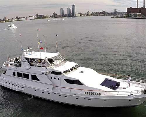 white-yacht-NYC-1